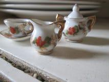 微型瓷茶具 免版税库存照片