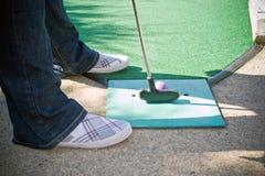 微型的高尔夫球运动员 免版税库存照片