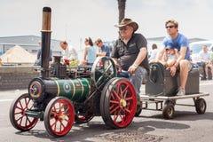 微型蒸汽火车的人们 库存照片