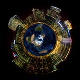 微型行星地球上的明亮的城市光 库存图片