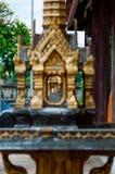 微型金黄寺庙关闭在亚洲 免版税库存图片