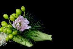 微型钮扣眼上插的花的胸衣 图库摄影