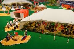 微型马戏雕象:厨房和食物配制 库存照片