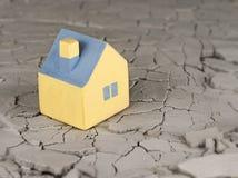 微型黄色玩具房子 图库摄影