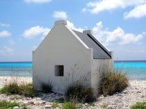 微小海滩的村庄 库存照片