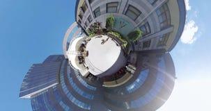 微小的在入口附近的行星美丽的雕象对画廊 股票视频