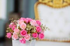 微小的桃红色玫瑰花束  免版税库存照片