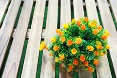 微小的橙色花花束  免版税库存照片