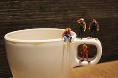 微小的深刻的潜水者等待的射击在杯子的 免版税库存图片