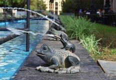 微小的青蛙喷泉 免版税图库摄影