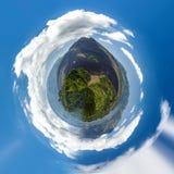 微小的绿色行星印度尼西亚, Batur 免版税库存图片