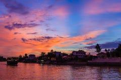 微明和小船昭披耶河,阿尤特拉利夫雷斯在泰国 免版税库存图片