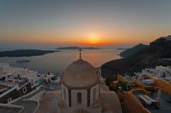 微明的Fira全景在Fira,圣托里尼,希腊 免版税库存图片