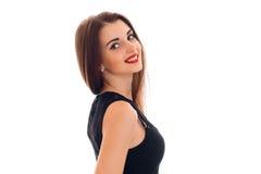 微笑一个迷人的女孩的画象一支黑礼服和红色唇膏的  图库摄影