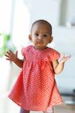 微笑一点非裔美国人的小女孩画象-黑色 免版税库存图片