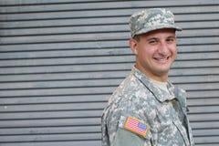 微笑与拷贝空间的美国军队士兵 免版税库存照片