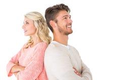 微笑与胳膊的有吸引力的夫妇横渡 免版税库存图片