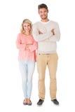 微笑与胳膊的有吸引力的夫妇横渡 免版税图库摄影