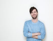 微笑与胳膊的英俊的人横渡 免版税库存照片