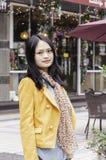 微笑中国人女孩 免版税库存图片