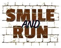 微笑和奔跑,在风格化砖墙打印的诱导电话 您的设计的织地不很细题字 向量 皇族释放例证