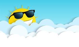 微笑在云彩的太阳 免版税库存照片