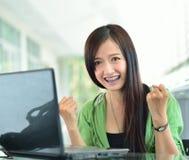 微笑在成功工作的亚裔女孩 图库摄影