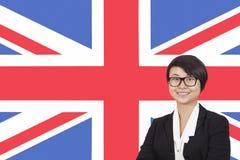 微笑在英国旗子的年轻女实业家画象 免版税图库摄影