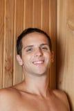 微笑在蒸汽浴里面的人 免版税库存照片
