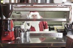 微笑在undustrial厨房里的圣诞老人 库存照片