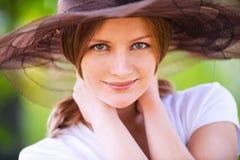 微笑妇女的接近的纵向 免版税库存图片