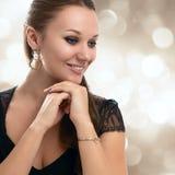 微笑妇女的美丽的接近的纵向 免版税图库摄影