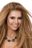 微笑妇女年轻人的美丽的接近的纵向 库存照片