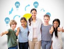微笑对在计算机类的照相机的逗人喜爱的学生和老师的综合图象 免版税库存图片