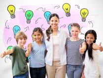 微笑对在计算机类的照相机的逗人喜爱的学生和老师的综合图象 图库摄影