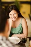 微笑对她的伙伴的美丽的少妇 库存图片