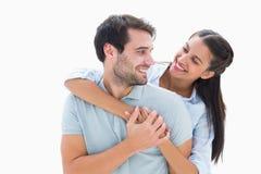 微笑对彼此的逗人喜爱的夫妇 免版税库存图片