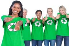 微笑对照相机和giv的女性环境活动家队  免版税库存图片