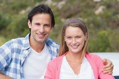 微笑对照相机的夫妇 图库摄影