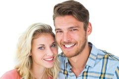 微笑对照相机的有吸引力的年轻夫妇 免版税图库摄影