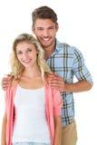 微笑对照相机的有吸引力的年轻夫妇 免版税库存照片