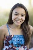 微笑对非离子活性剂的照相机女孩 免版税库存图片