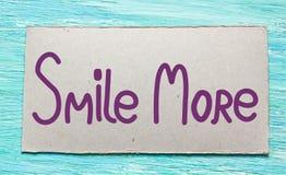 更微笑得 激动人心的行情手写的刷子, 免版税库存照片