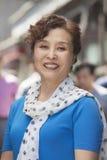 微笑成熟的妇女画象户外,北京 免版税图库摄影
