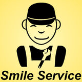 微笑提供清洁服务或膳食的公寓标志黄色背景 免版税库存照片