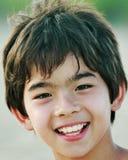 微笑的亚裔男孩 图库摄影