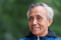 微笑的亚裔男性前辈 库存照片