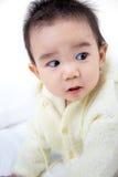微笑的亚裔逗人喜爱的婴孩画象  免版税库存照片