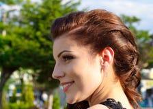 微笑的俏丽的女孩画象 免版税图库摄影