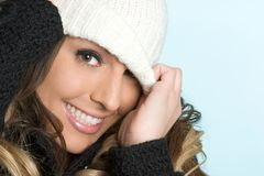 微笑的冬天妇女 图库摄影